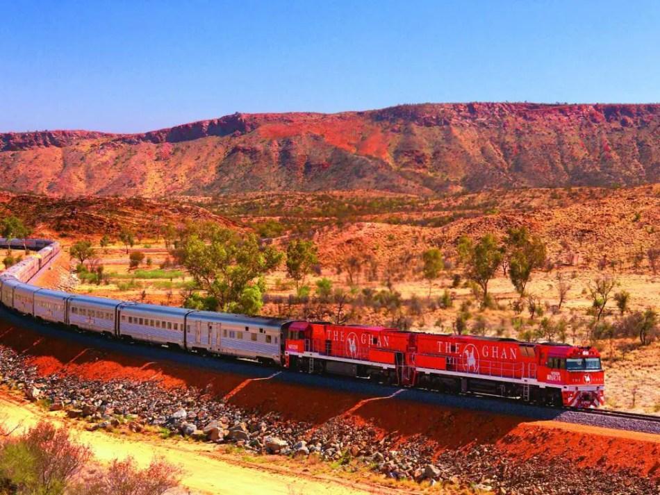 Fotografía de la locomotora del tren The Ghan.