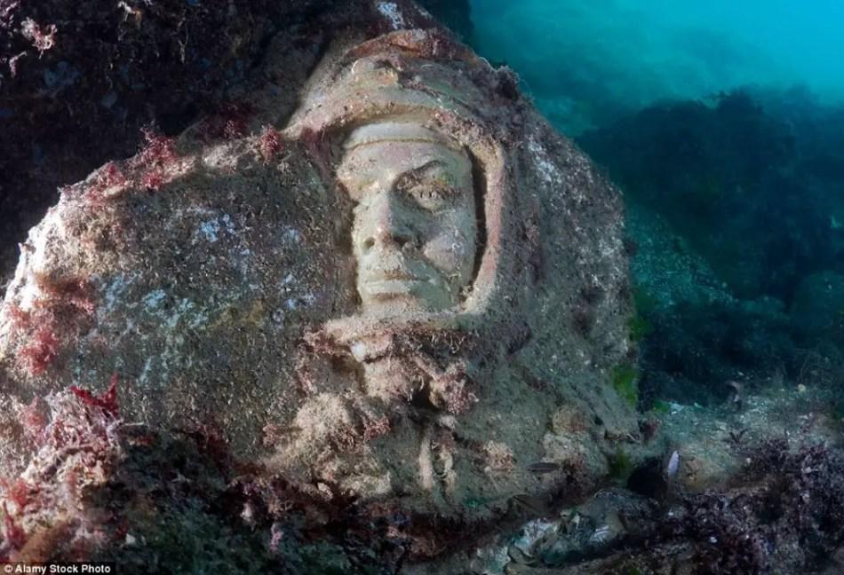 Fotografía de la estatua sumergida de Yuri Gagarin. El museo de las estatuas sumergidas.