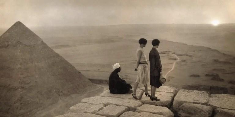 Trepando y escalando las pirámides egipcias a lo largo de la historia