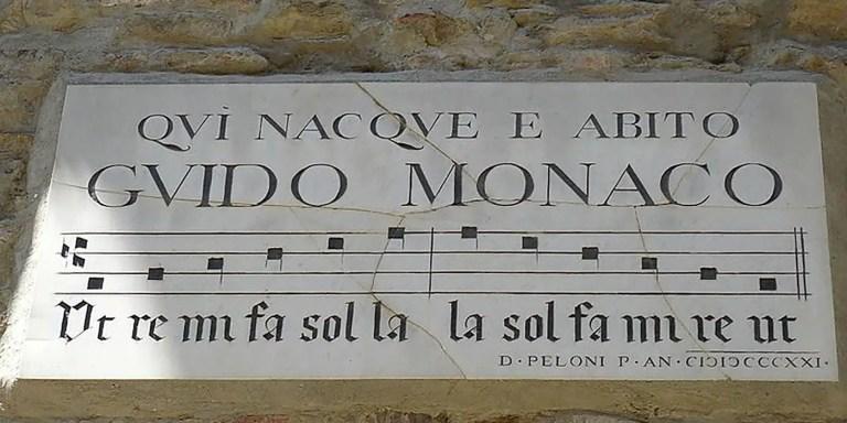 Placa en memoria de Guido en Arezzo.