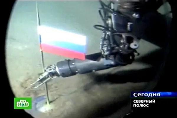 Bandera rusa en el ártico.