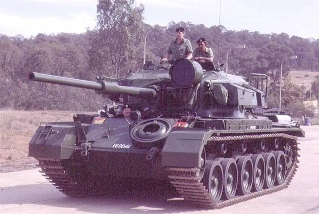 Fotografía del tanque 169041tras ser restaurado.