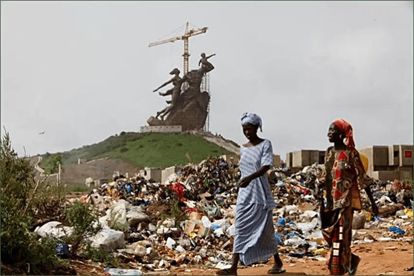 Fotografía de la estatuas Renacimiento Africano.