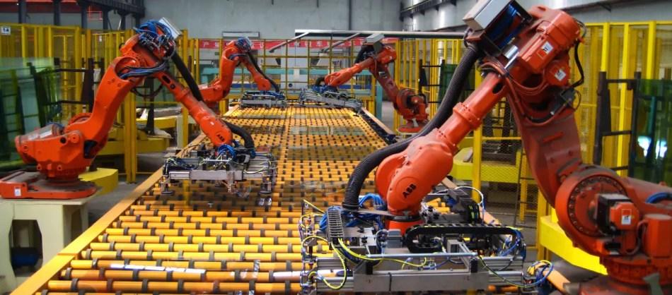 FOtografía de los brazos robóticos de Foxconn.