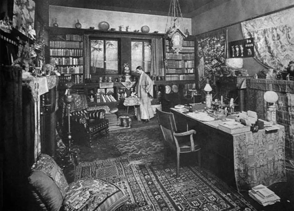 Fotografía del interior de la mansion de Holmes en su mansión.