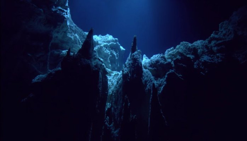 Profundidades cavernosas oceánicas.