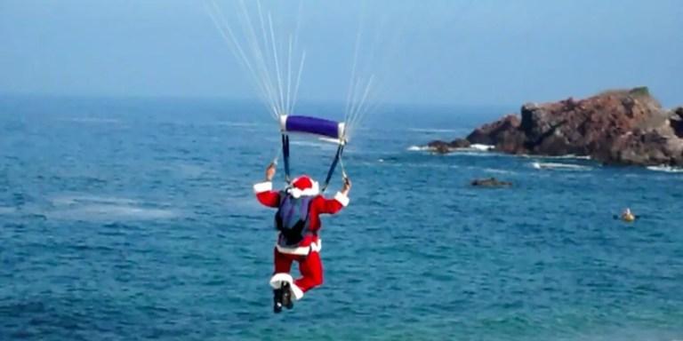 El Santa Claus en paracaídas que arruinó la Navidad de 1949