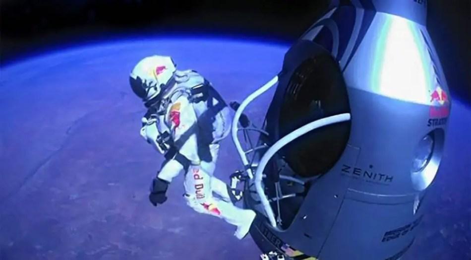 Felix Baumgartner saltando desde su cápsula Zenith.