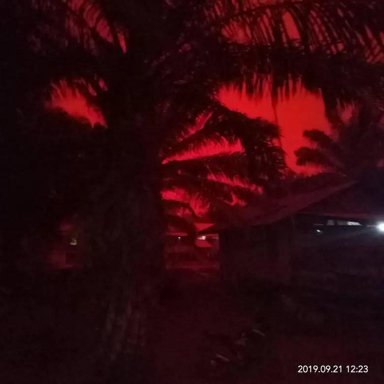 Fotografía de los cielos rojos en Indonesia.
