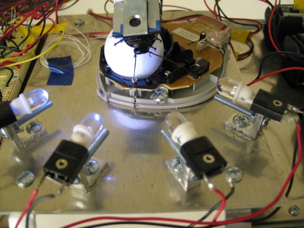 Fotografía del sistema de control del vehículo para cucarachas.