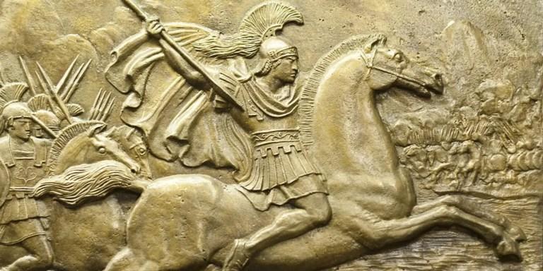 Relieve del legendario líder militar Alejandro el Grande cabalgando en su fiel caballo Bucéfalo.