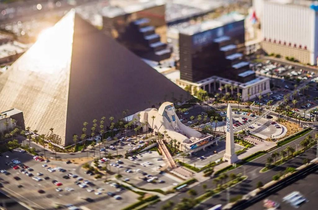 Pirámide plástica del hotel Luxor en las Vegas.