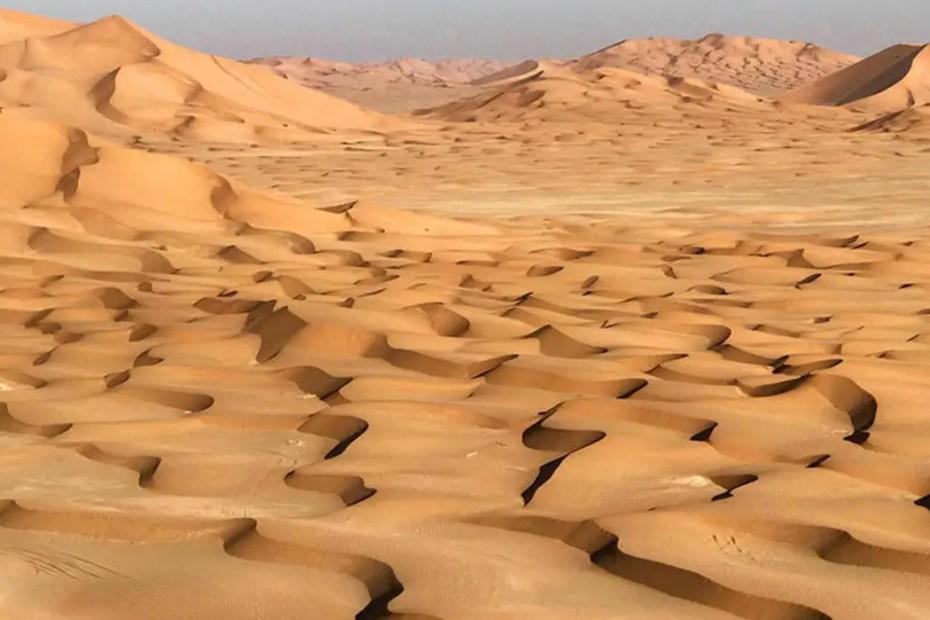 Dunas e interminables arenas del desierto de Rub'al-Khali.