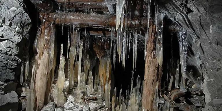 El surrealista paisaje de la mina abandonada de Slyudorudnik