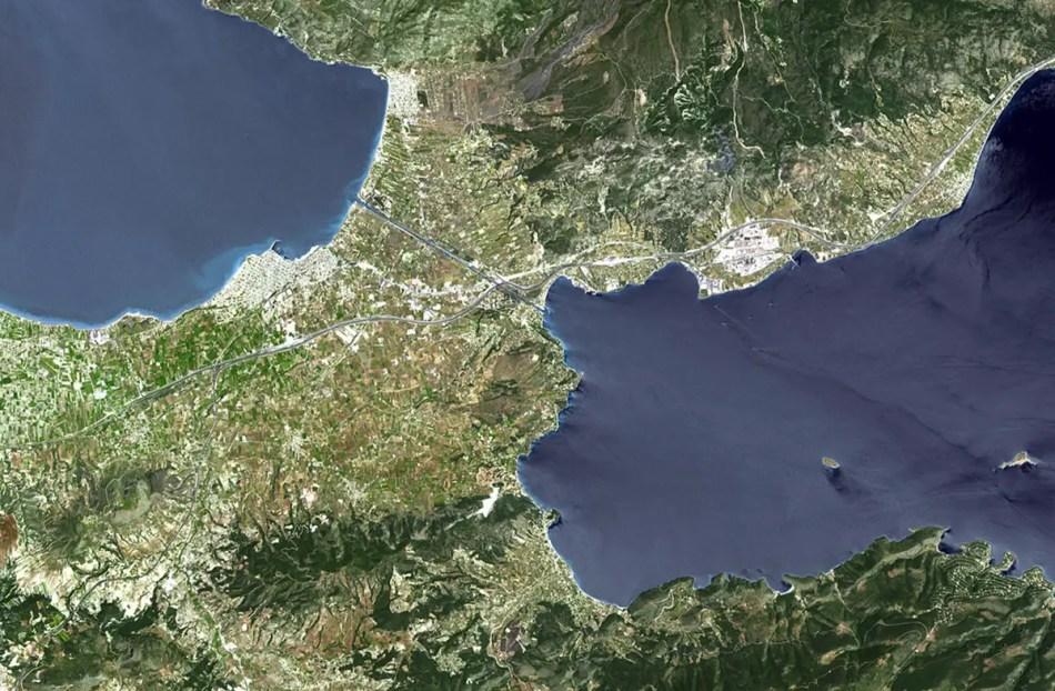 Canal de Corinto visto desde el espacio.