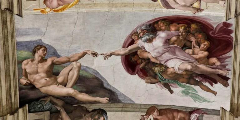 La Creación de Adán, la pieza central y más icónica pintada en la Capilla Sixtina por el gran maestro renacentista Miguel Ángel.