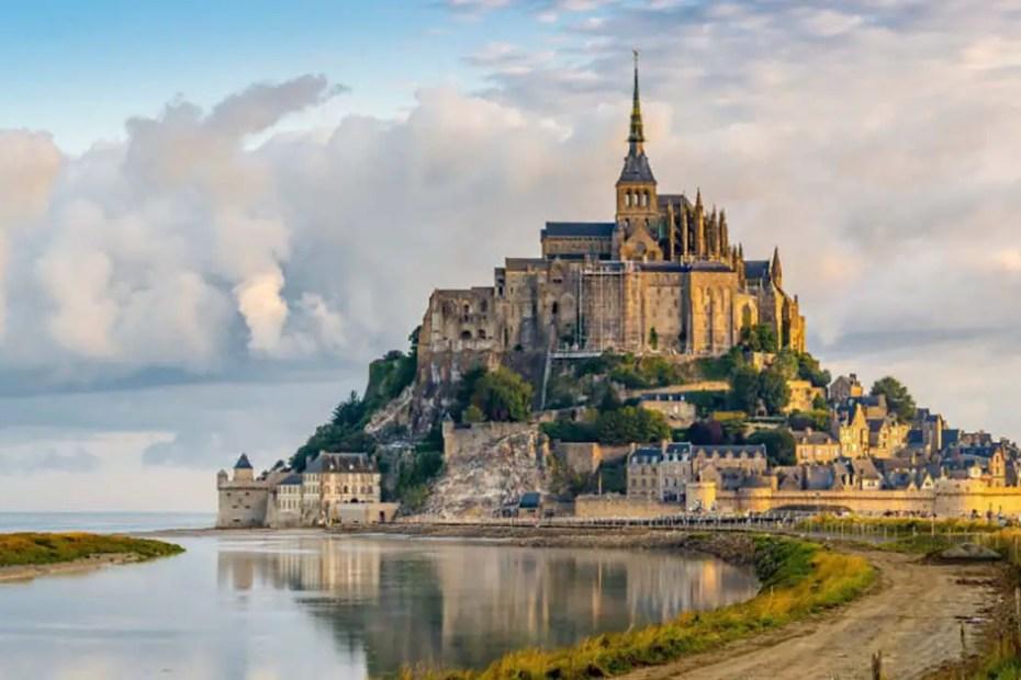 Vista desde el camino del ingreso del Monte Saint-Michel.