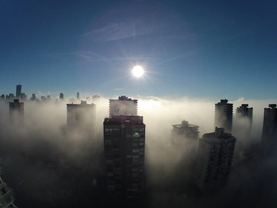 La ciudad de Vancouver cubierta por una intensa niebla.