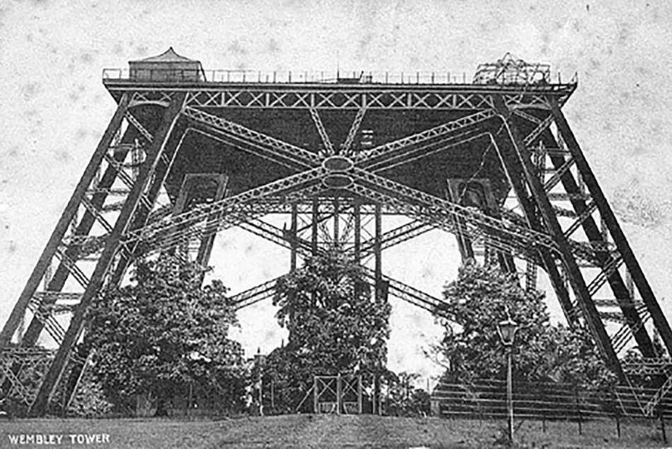 Base de la que sería la torre Eiffel londinense.