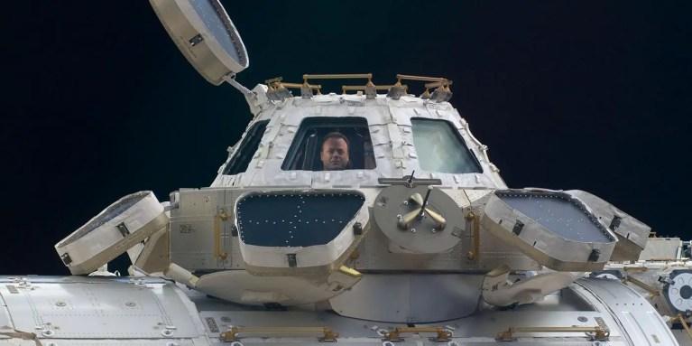 La Cupola de la Estación Espacial Internacional vista desde el exterior.