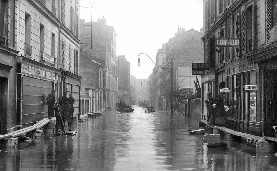 Veredas elevadas durante la Gran Inundación de París.