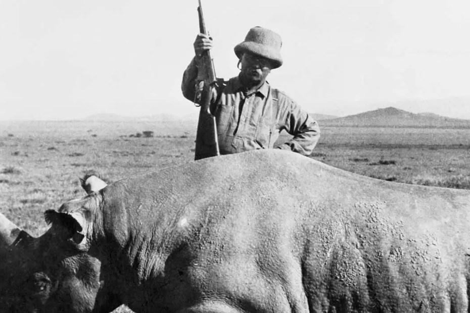 Rooselvet posando con un rinoceronte victima de sus safaris.