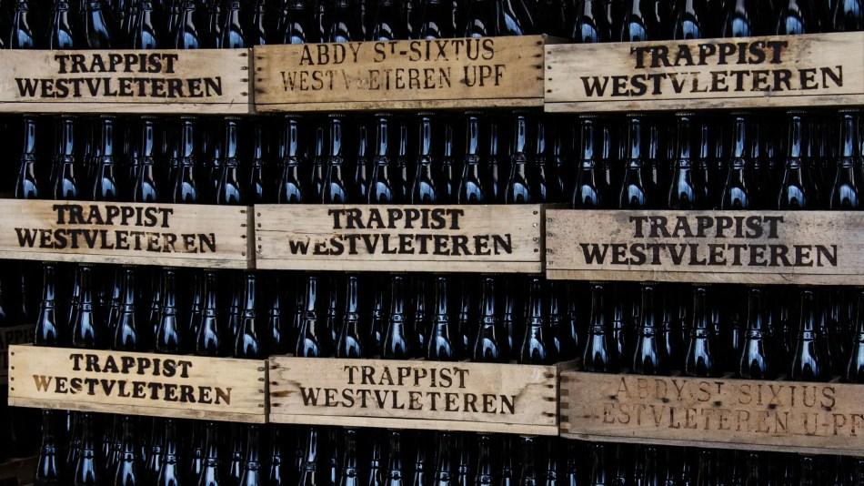 Varias cajas de cerveza trapense.