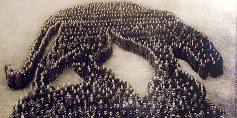 Las figuras humanas formadas por los ejércitos de antaño
