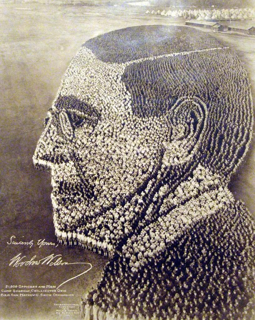 Retrato del presidente Woodrow Wilson realizado por soldados, uno de los mejores ejemplos de figuras humanas.