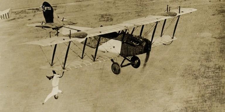 Ormer Locklear, el piloto que reparaba las alas de su avión en pleno vuelo