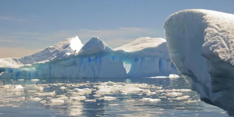 Las columnas de hielo del Canal Lemaire, la arquitectura de la naturaleza