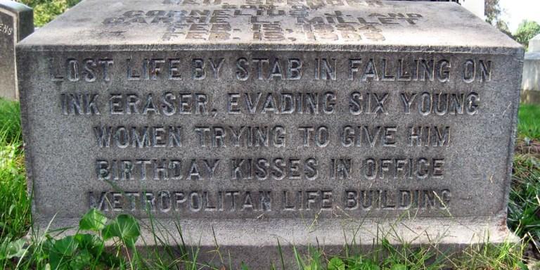 Lápida de George Spencer Millet, el joven que sufrió una de las muertes más absurdas en la historia.