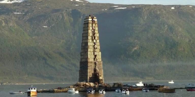 Hoguera de Aalesund antes de ser encendida.