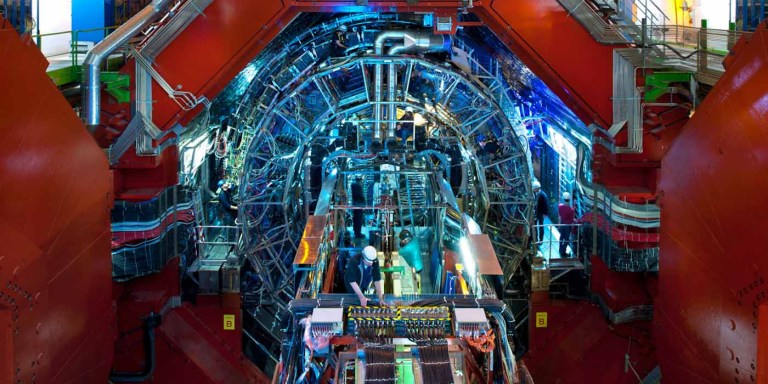 LHC ALICE, donde se alcanzó la mayor temperatura en la tierra.