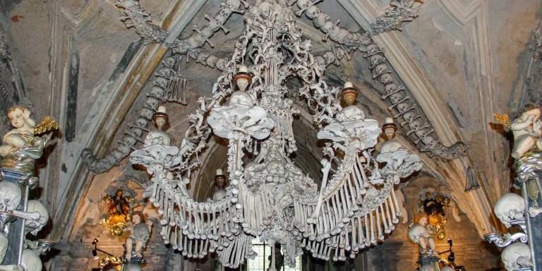 El osario de Sedlec en Kutná Hora, el osario donde los huesos son arte