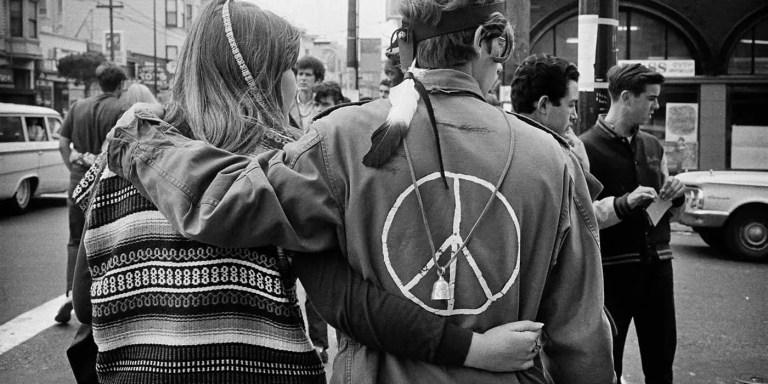 El significado del símbolo de la paz, de la paloma blanca al símbolo hippy