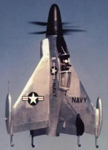 El Convair XFY-1 Pogo en pleno vuelo, con su doble hélice y su sistema de estabilización de vuelo vertical.