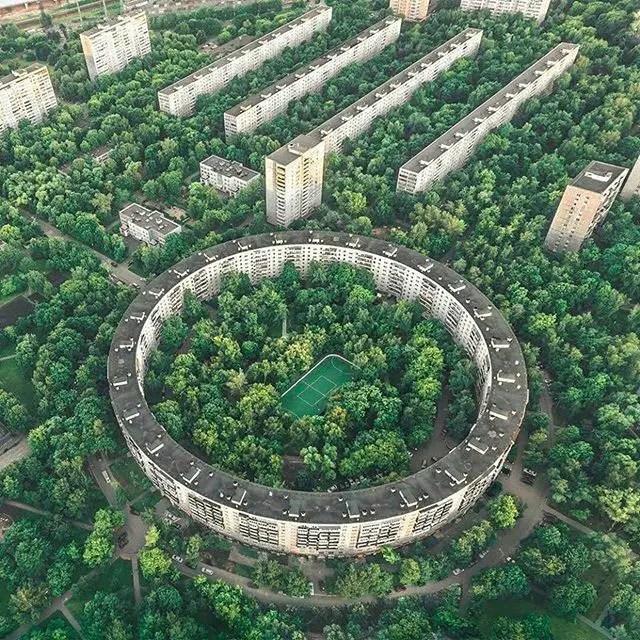 Fotografía aérea del edificio circular de Bublik.