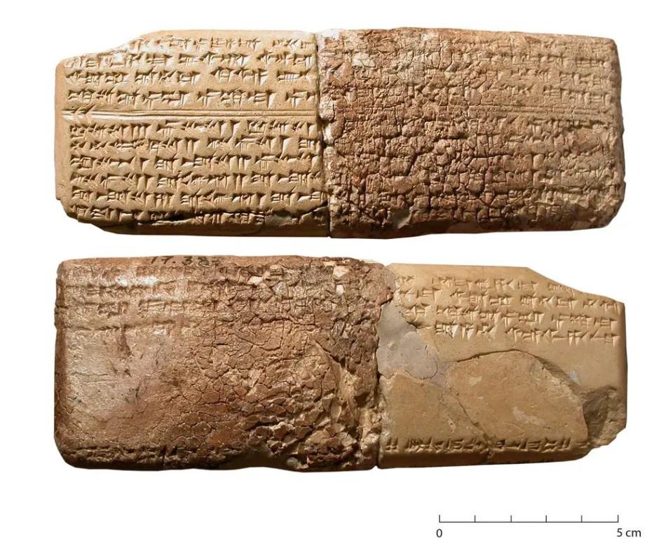 Fotografía de la Tableta h.6. con la melodía más antigua.