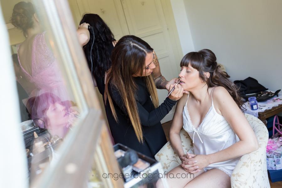Preparación de la novia. angeefotografía.com Boda Consuelo y David.Novia maquillandose.