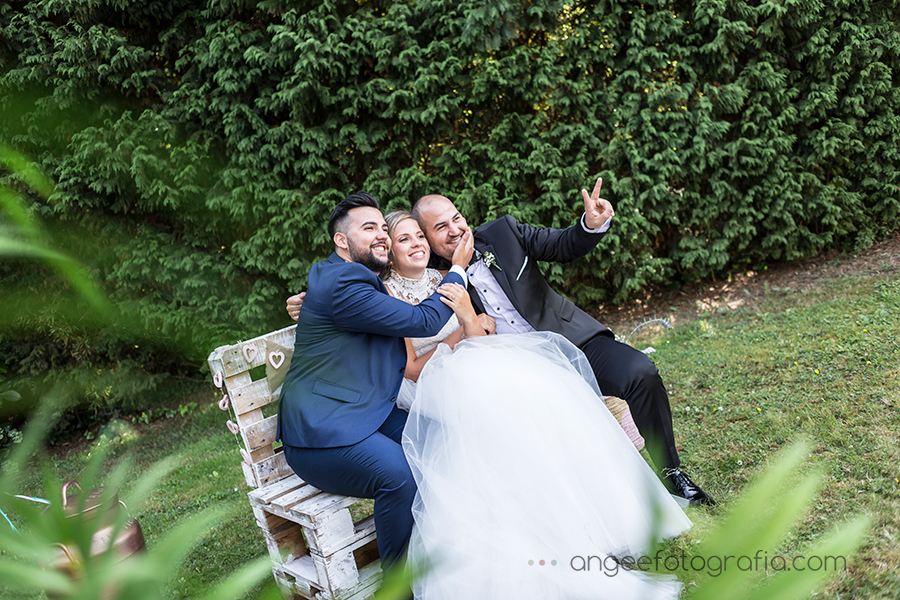 Foto de familia en la boda de Raquel y Jorge en Navia