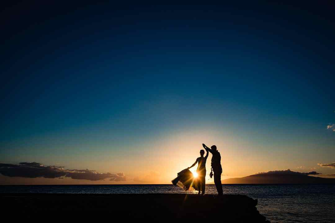 silhouette of bride and groom at olowalu plantation house