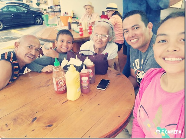 Almuerzo_familiar_con_padres_e_hijos_Septiembre_2017 - Dos semanas antes de muerte