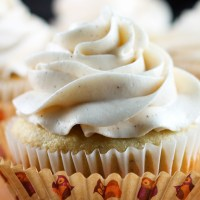 Banana Cupcakes & Honey-Cinnamon Frosting