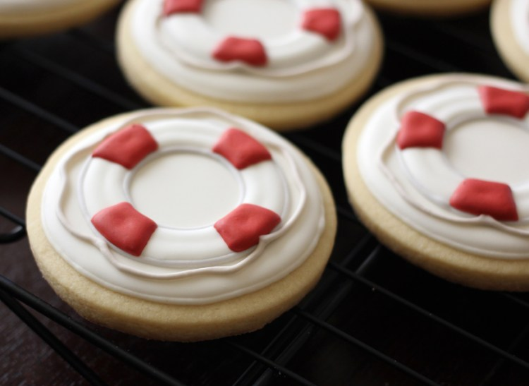 Nautical-cookies-life-preserver