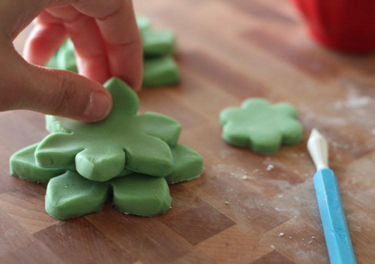 Succulent-Cactus-Cupcakes-09