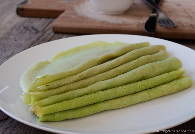 Crepes di piselli con salsa tonnata senza glutine e latticini