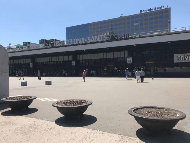 bolardos en estación de Sans barcelona