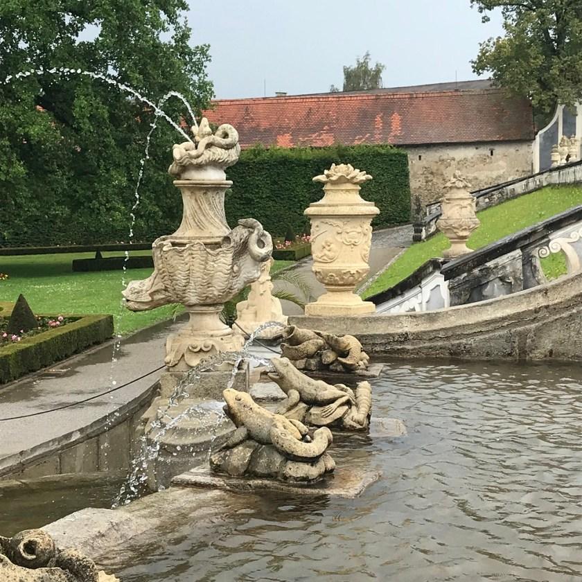 Kaskadenfontäne im Schlossgarten.