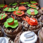 horse racing themed cupcakes, cappuccino cupcakes, coffee butter icing, melted chocolate, custom made sugar paste decorations